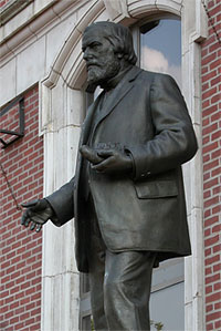 photo of the Joseph Leidy statue